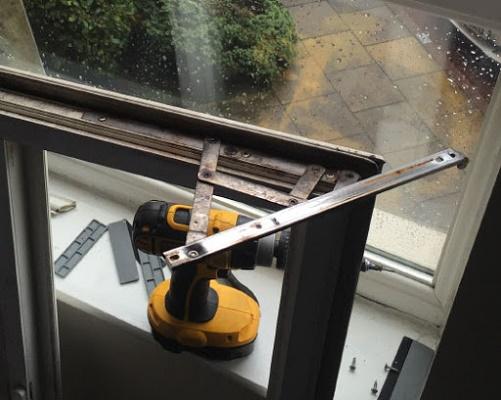 ابزار مورد استفاده در رگلاژ پنجره upvc